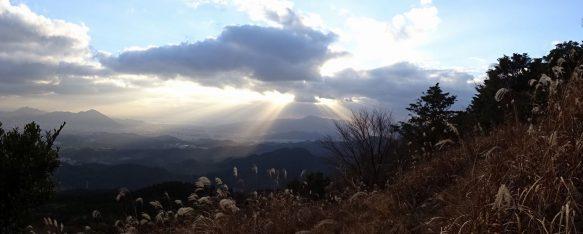 下山の国見岩登山路で見た太陽の光