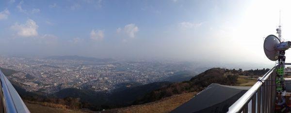 皿倉山山頂にて、市街地に向く中継?アンテナ